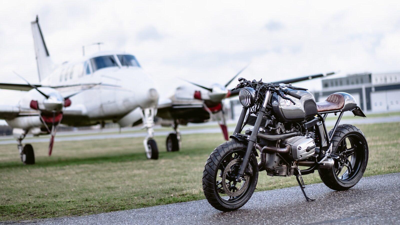 bmw r1100s custom motorcycle 14 1600x900 - Moto Adonis BMW R1100S