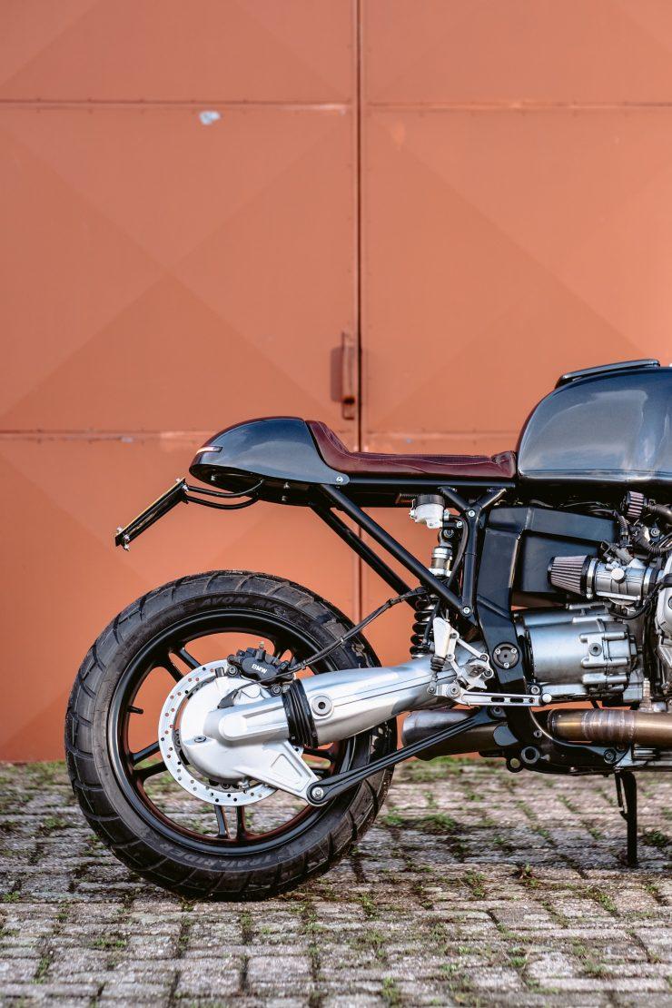 bmw r1100s custom motorcycle 15 740x1110 - Moto Adonis BMW R1100S