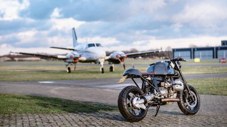 bmw r1100s custom motorcycle 18 740x416 - Moto Adonis BMW R1100S