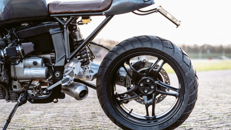 bmw r1100s custom motorcycle 19 740x416 - Moto Adonis BMW R1100S