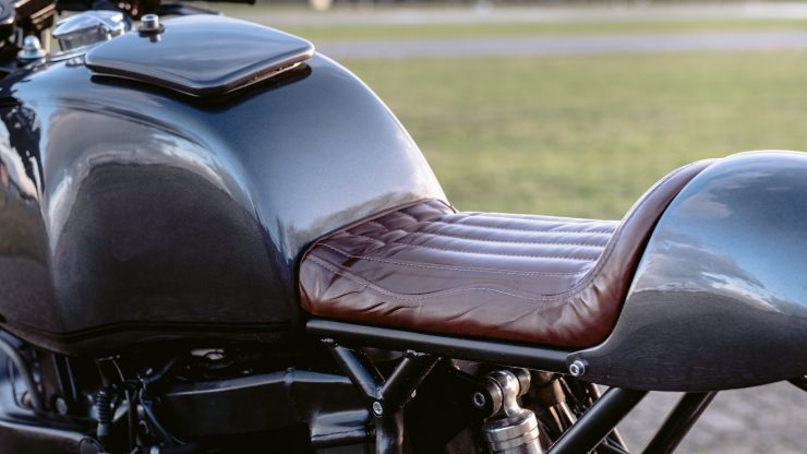 bmw r1100s custom motorcycle 20 740x416 - Moto Adonis BMW R1100S