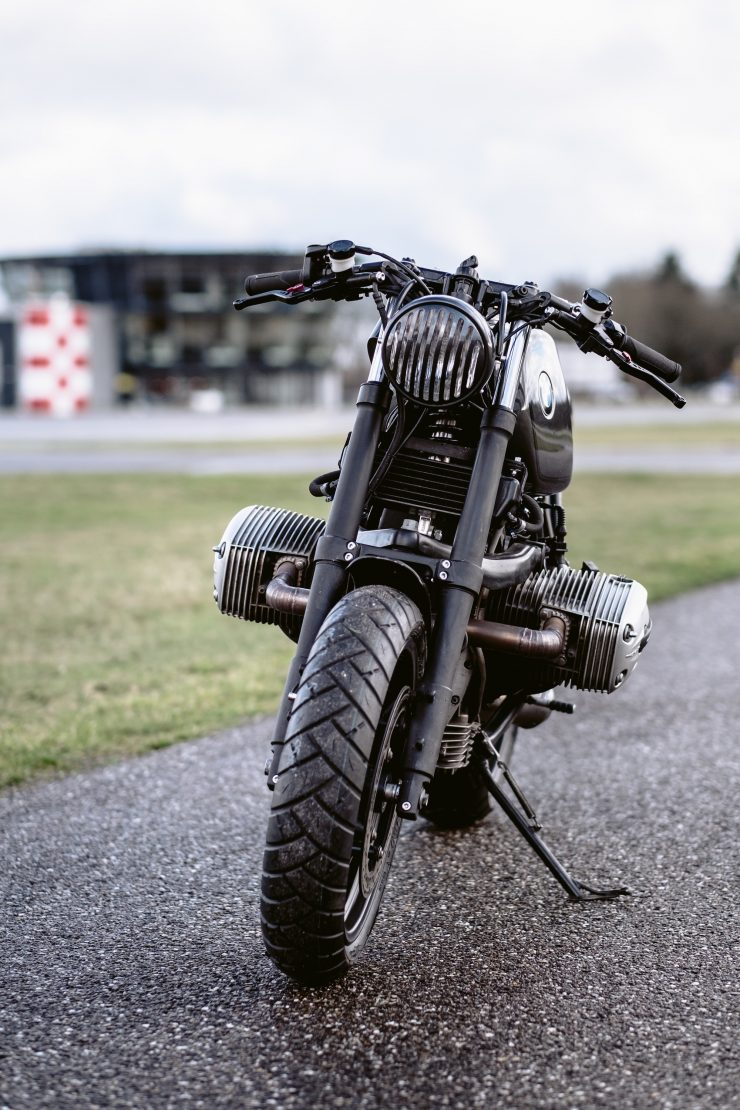 bmw r1100s custom motorcycle 21 740x1110 - Moto Adonis BMW R1100S