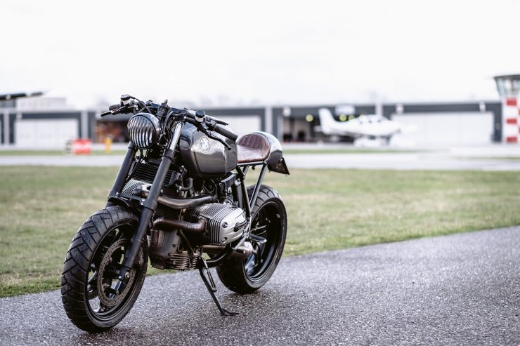 bmw r1100s custom motorcycle 23 740x493 - Moto Adonis BMW R1100S