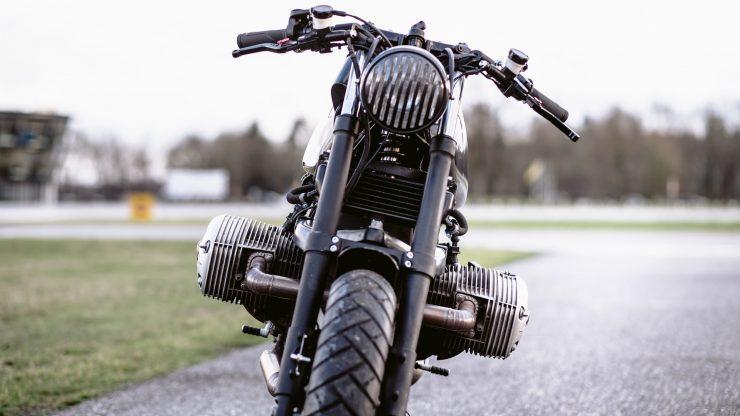 bmw r1100s custom motorcycle 24 740x416 - Moto Adonis BMW R1100S