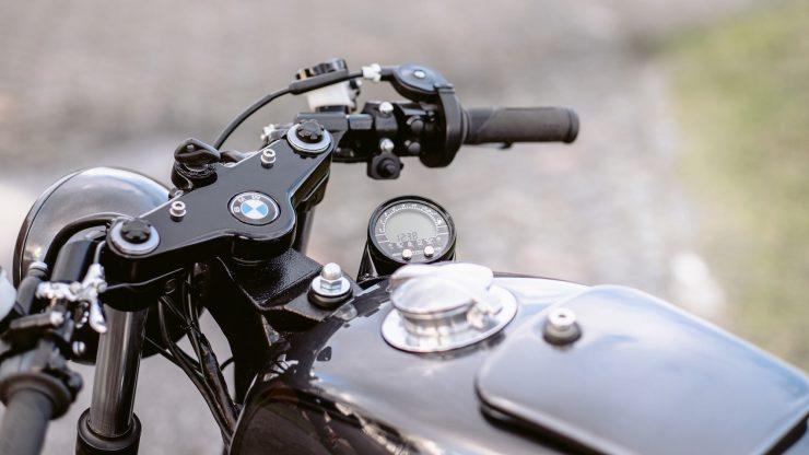 bmw r1100s custom motorcycle 25 740x416 - Moto Adonis BMW R1100S