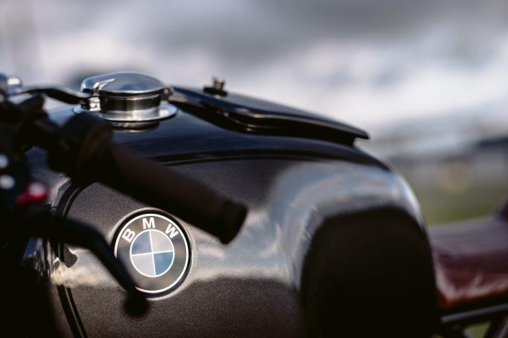bmw r1100s custom motorcycle 5 740x493 - Moto Adonis BMW R1100S