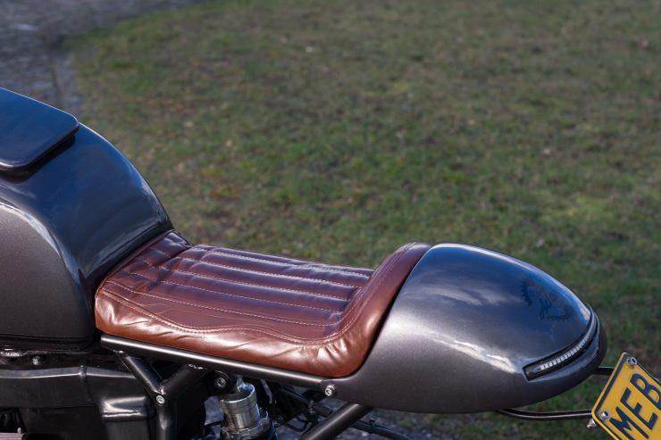 bmw r1100s custom motorcycle 6 740x493 - Moto Adonis BMW R1100S