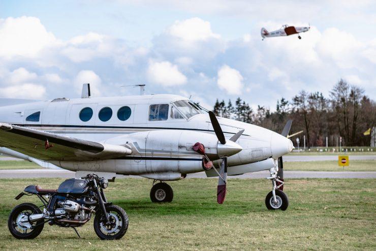 bmw r1100s custom motorcycle 7 740x493 - Moto Adonis BMW R1100S