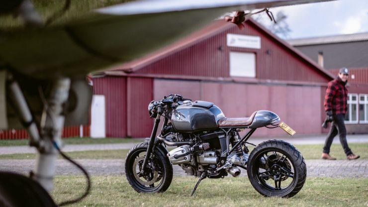 bmw r1100s custom motorcycle 8 740x416 - Moto Adonis BMW R1100S