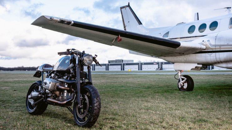 bmw r1100s custom motorcycle 9 740x416 - Moto Adonis BMW R1100S