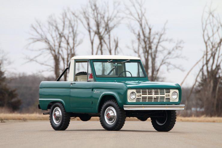 Ford Bronco 11 740x493 - 1967 Ford Bronco Half Cab