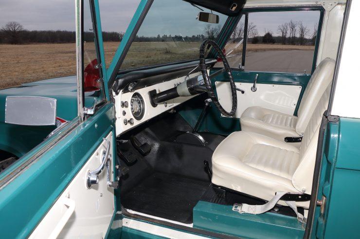 Ford Bronco 3 740x493 - 1967 Ford Bronco Half Cab