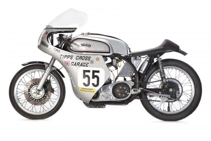 Norton Manx Racing Motorcycle 2 740x494 - Norton Manx