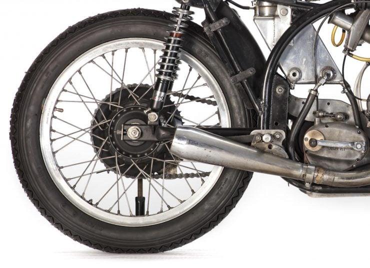 Norton Manx Racing Motorcycle 8 740x536 - Norton Manx