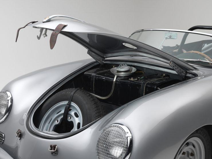 Porsche 356 Speedster 12 740x555 - 1958 Porsche 356 A 1600 Super Speedster