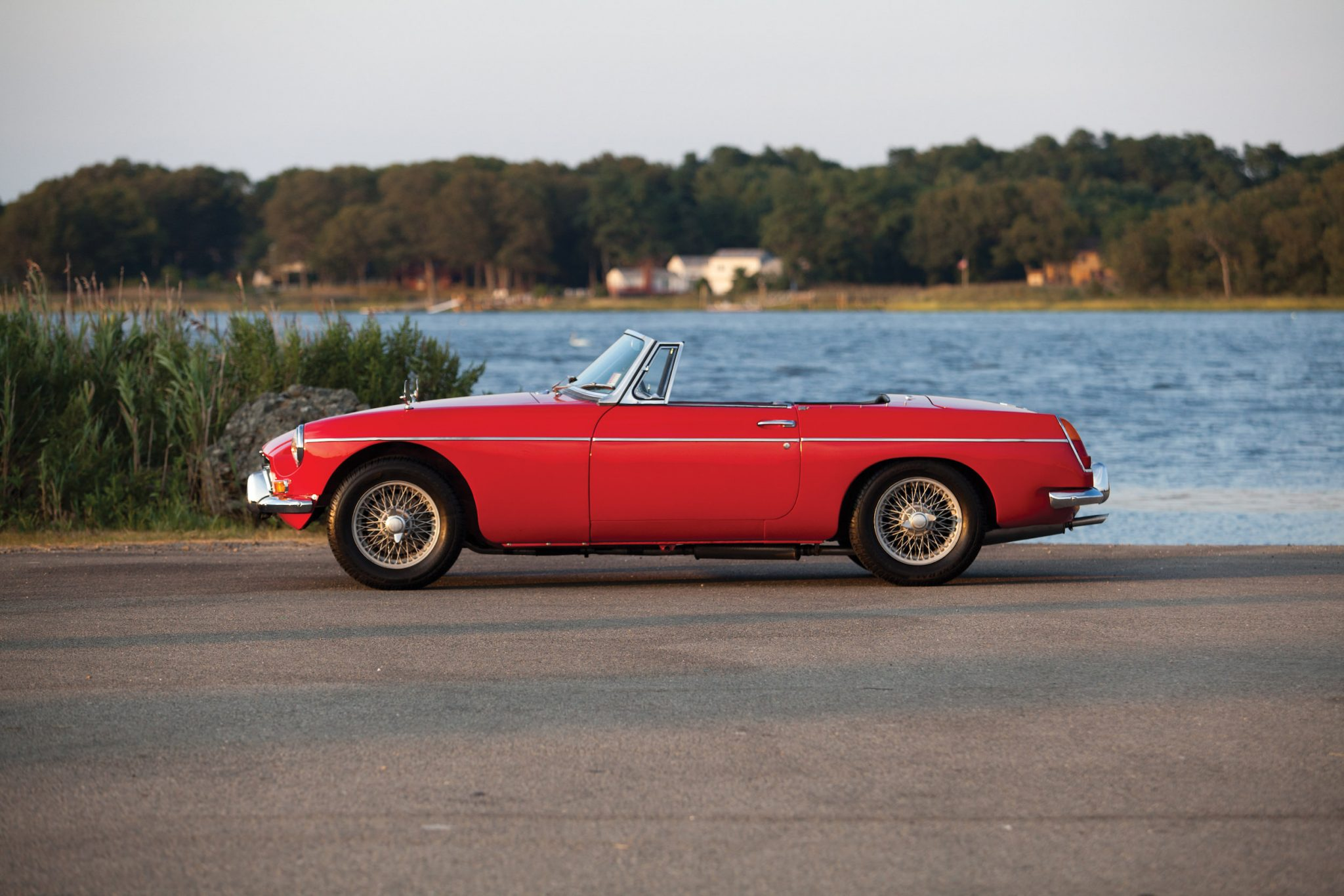 official buying guide mgb roadster the quintessential british roadster. Black Bedroom Furniture Sets. Home Design Ideas