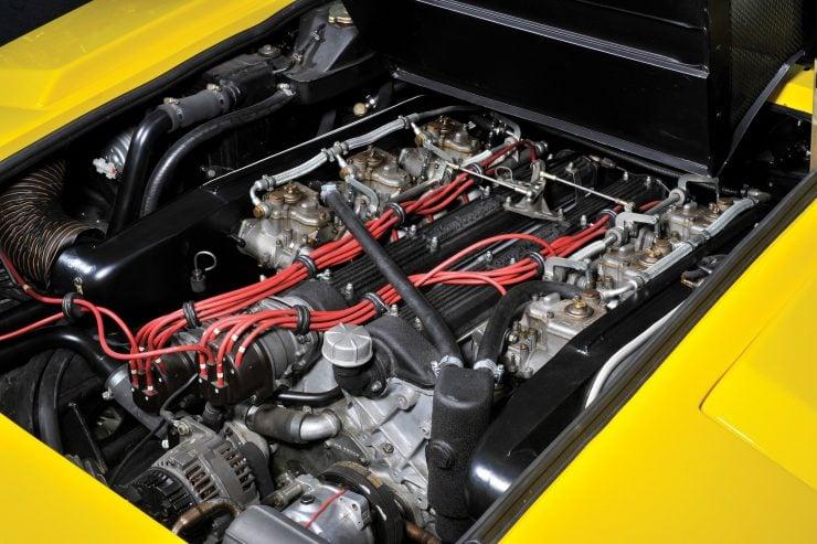 Lamborghini Countach LP400 11 740x493 - 1975 Lamborghini Countach LP400 Periscopio