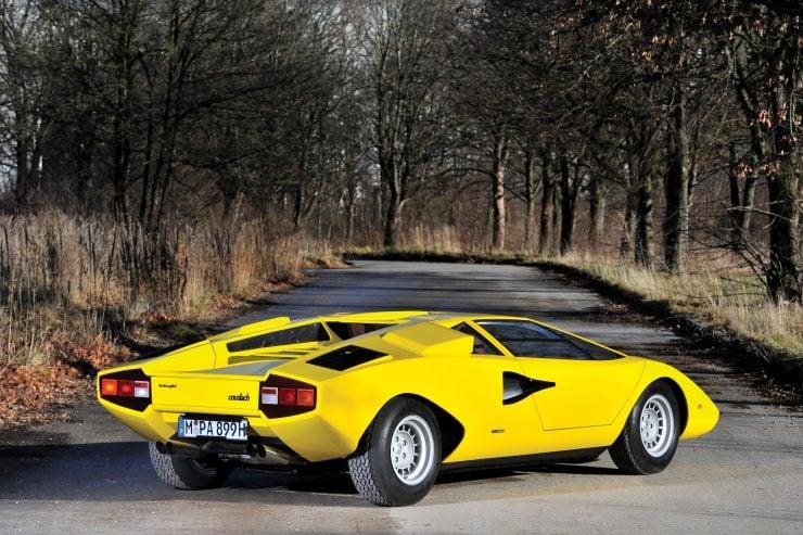 Lamborghini Countach LP400 12 740x493 - 1975 Lamborghini Countach LP400 Periscopio