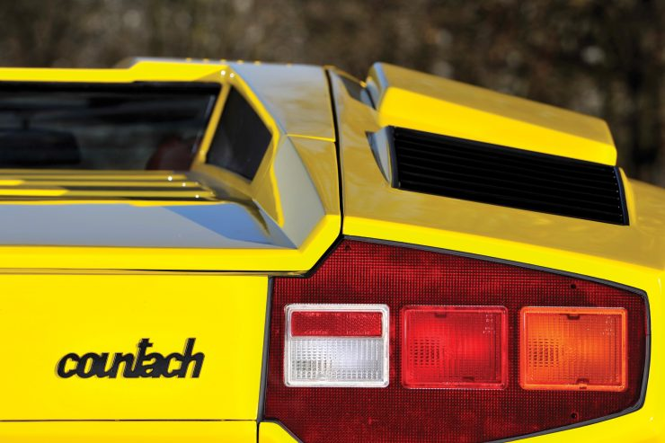 Lamborghini Countach LP400 3 740x493 - 1975 Lamborghini Countach LP400 Periscopio