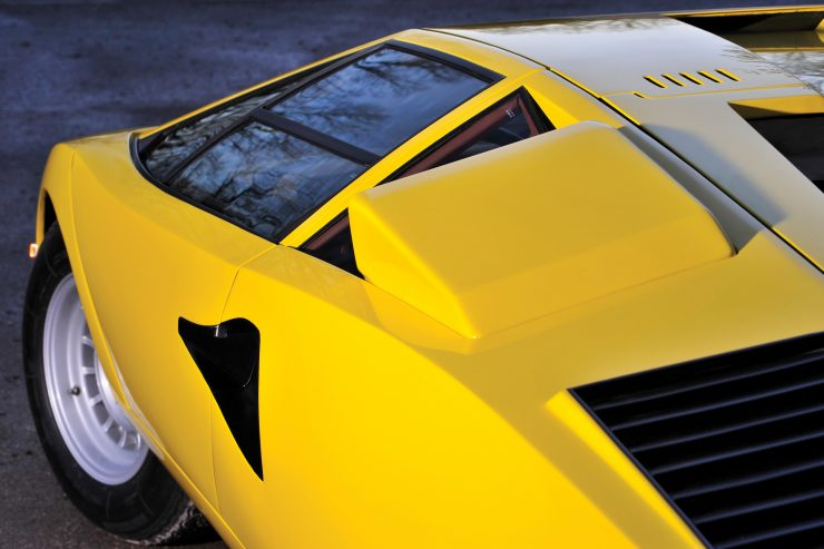 Lamborghini Countach LP400 4 740x493 - 1975 Lamborghini Countach LP400 Periscopio