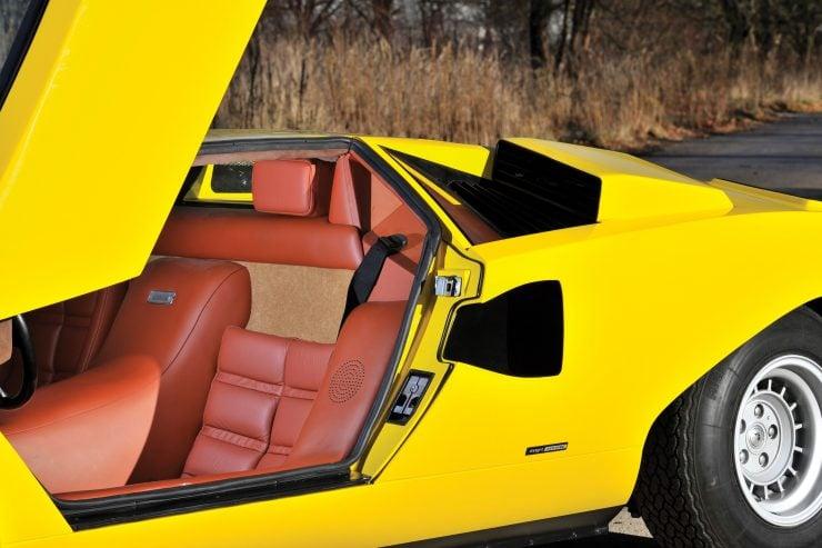 Lamborghini Countach LP400 5 740x493 - 1975 Lamborghini Countach LP400 Periscopio