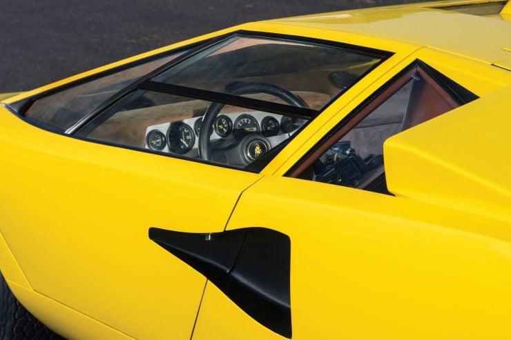 Lamborghini Countach LP400 7 740x493 - 1975 Lamborghini Countach LP400 Periscopio