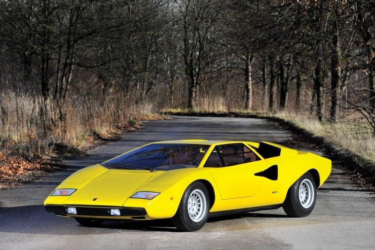 Lamborghini Countach LP400 740x493 - 1975 Lamborghini Countach LP400 Periscopio