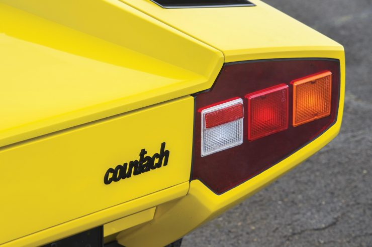 Lamborghini Countach LP400 8 740x493 - 1975 Lamborghini Countach LP400 Periscopio