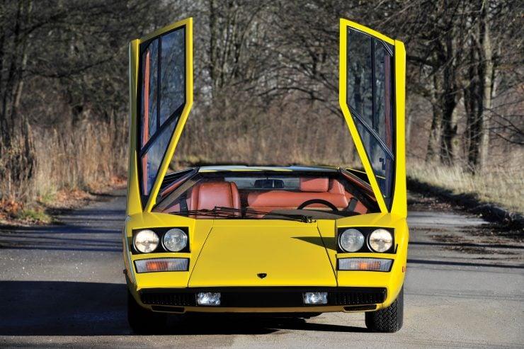 Lamborghini Countach LP400 Front 740x493 - 1975 Lamborghini Countach LP400 Periscopio