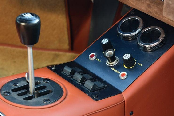 Lamborghini Countach LP400 Gear Shifter 740x493 - 1975 Lamborghini Countach LP400 Periscopio