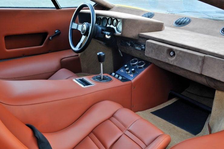 Lamborghini Countach LP400 Interior Main 740x493 - 1975 Lamborghini Countach LP400 Periscopio