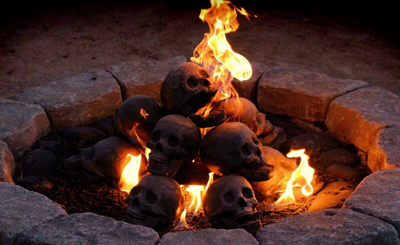 Skull Fire Logs 1600x981