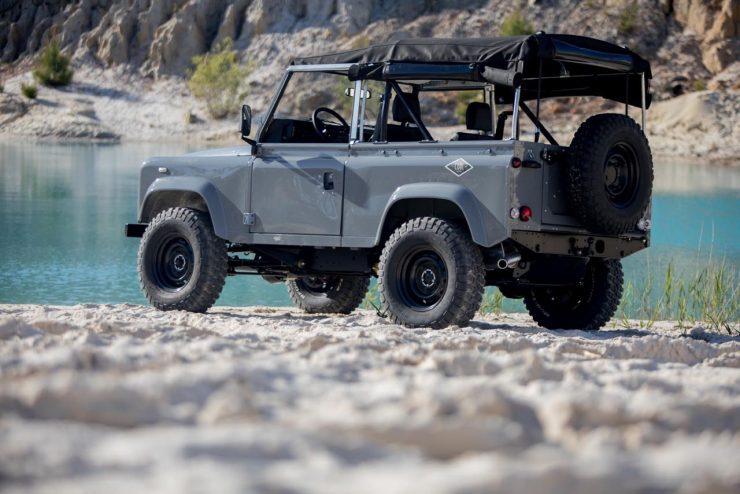 land rover defender 1 740x494 - Land Rover Defender Td5