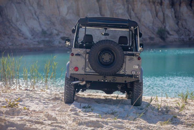 land rover defender 11 740x494 - Land Rover Defender Td5