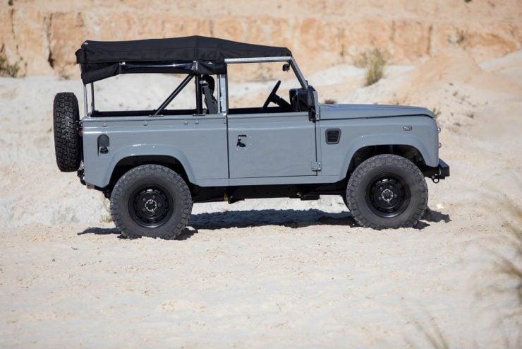 land rover defender 20 740x494 - Land Rover Defender Td5