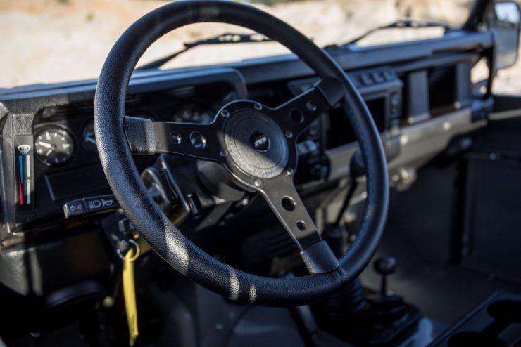 land rover defender 30 740x494 - Land Rover Defender Td5