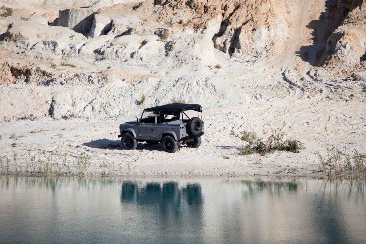 land rover defender 34 740x494 - Land Rover Defender Td5