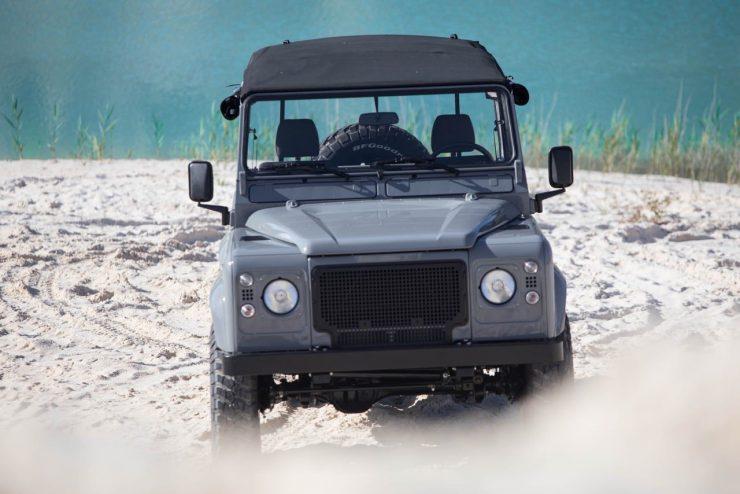 land rover defender 35 740x494 - Land Rover Defender Td5