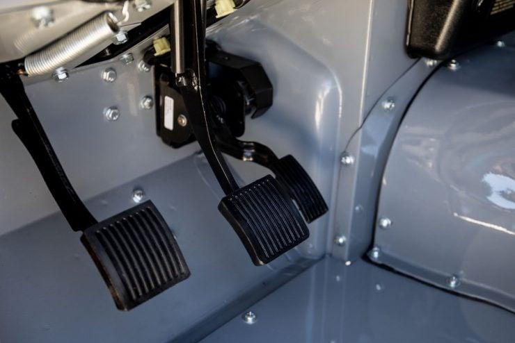 land rover defender 36 740x494 - Land Rover Defender Td5