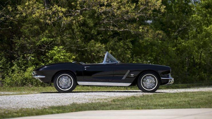 chevrolet corvette 11 740x416 - 1962 Chevrolet Corvette - 327 Cubic Inch