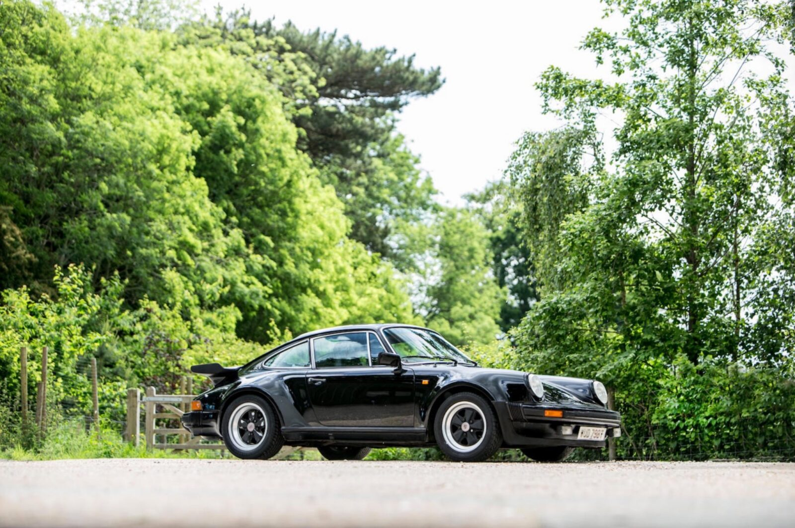porsche 911 930 turbo 1 1600x1064 - Ex-Peter Sellers Porsche 930 Turbo
