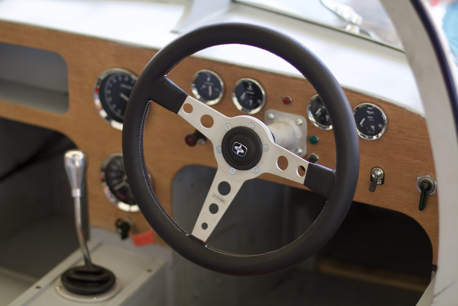 1960 Marcos GT Xylon 1480x987 - Cockpits of Goodwood