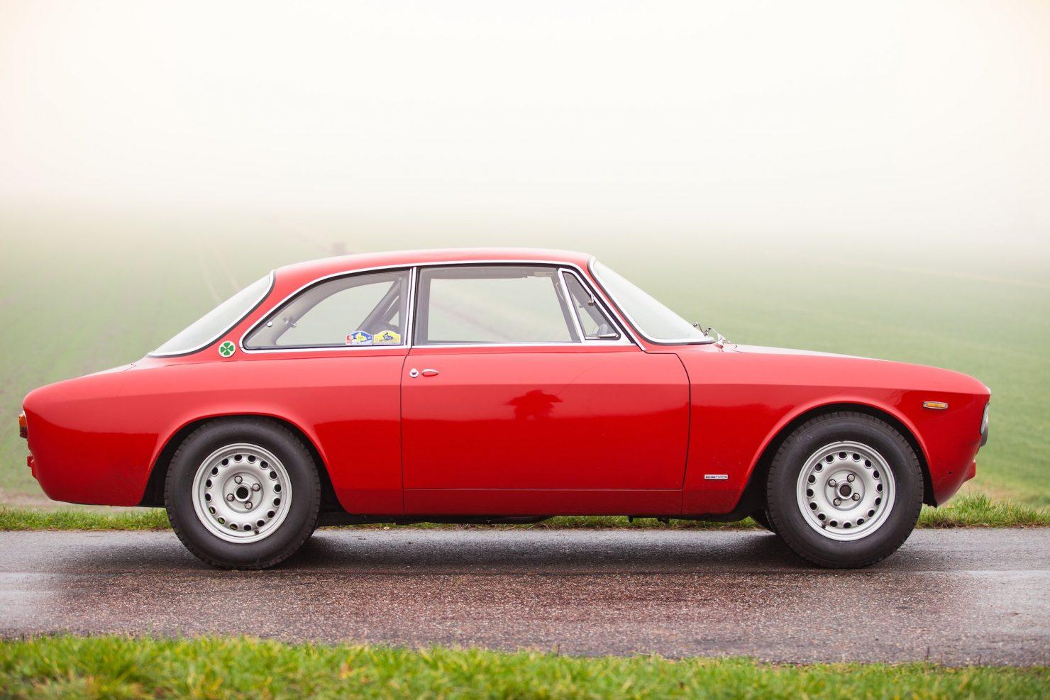alfa romeo sprint gt veloce 6 1480x987 - 1967 Alfa Romeo Sprint GT Veloce