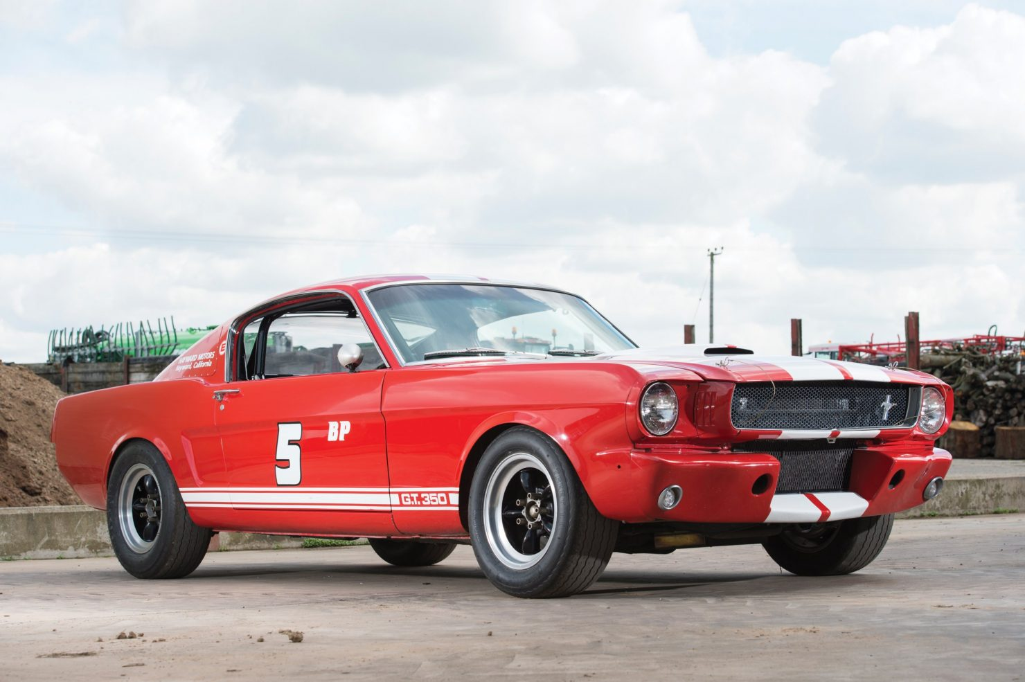 shelby gt350 race car 1 1480x985 - 1966 Shelby GT350 - Period SCCA Race Car