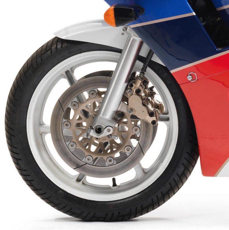Honda VFR750R K Type RC30 4 740x743 - 1989 Honda VFR750R Type RC30