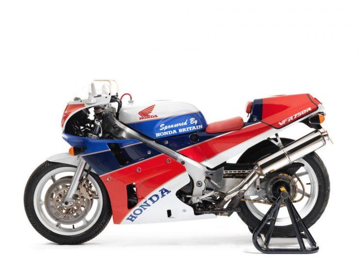 Honda VFR750R K Type RC30 6 740x572 - 1989 Honda VFR750R Type RC30