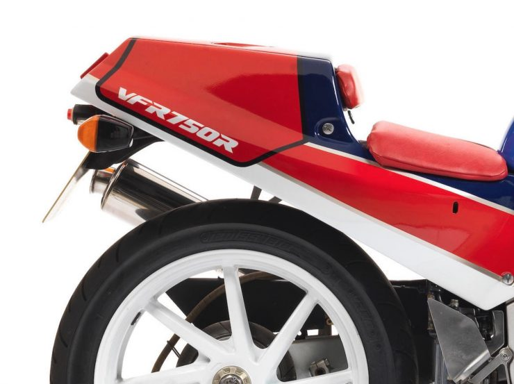 Honda VFR750R K Type RC30 9 740x553 - 1989 Honda VFR750R Type RC30