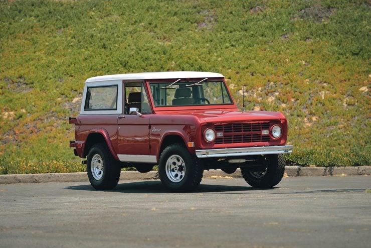 Ford Bronco 4x4 Car 1 740x494 - Restomod: 1968 Ford Bronco 302 V8