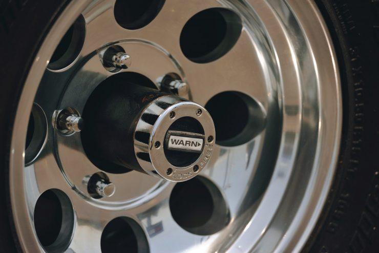 Ford Bronco 4x4 Car 11 740x494 - Restomod: 1968 Ford Bronco 302 V8
