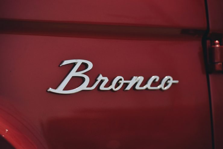 Ford Bronco 4x4 Car 12 740x494 - Restomod: 1968 Ford Bronco 302 V8